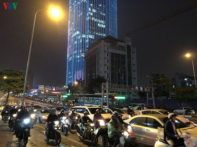 hanoi's streets hit by severe traffic congestion as tet draws near hinh 16