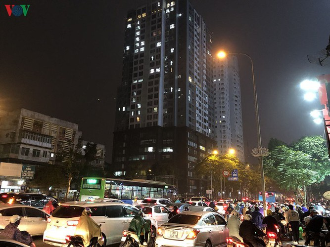 hanoi's streets hit by severe traffic congestion as tet draws near hinh 17
