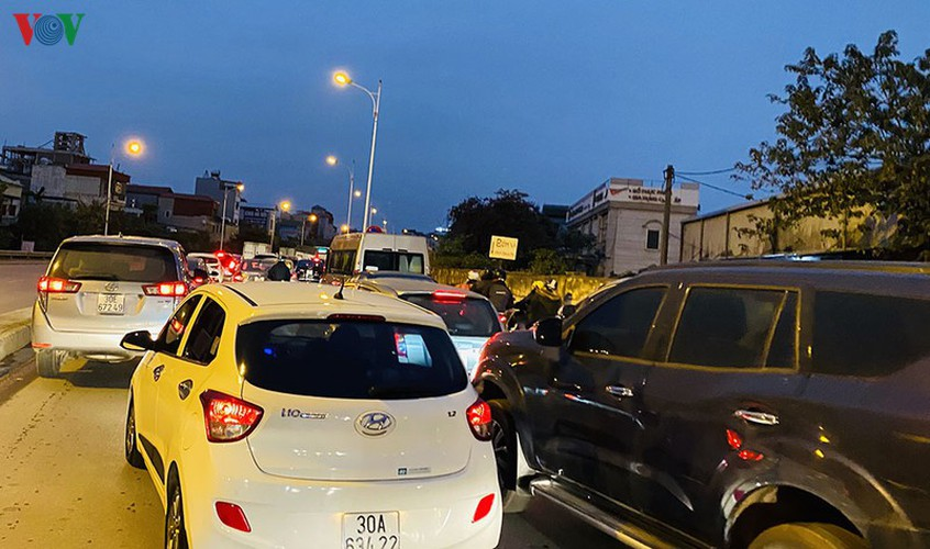 hanoi's streets hit by severe traffic congestion as tet draws near hinh 2