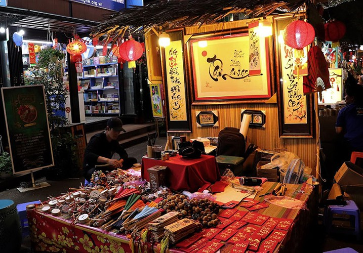 nguyen van binh book street in hcm city hosts vibrant tet atmosphere hinh 3