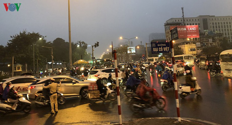 hanoi's streets hit by severe traffic congestion as tet draws near hinh 6