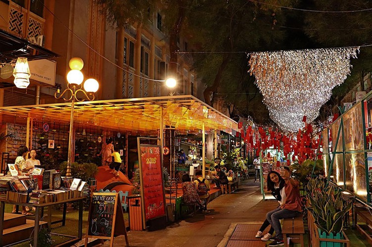 nguyen van binh book street in hcm city hosts vibrant tet atmosphere hinh 8
