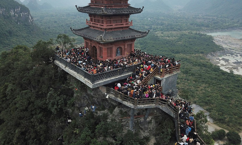 thousands descend on tam chuc pagoda during the start of lunar new year hinh 7