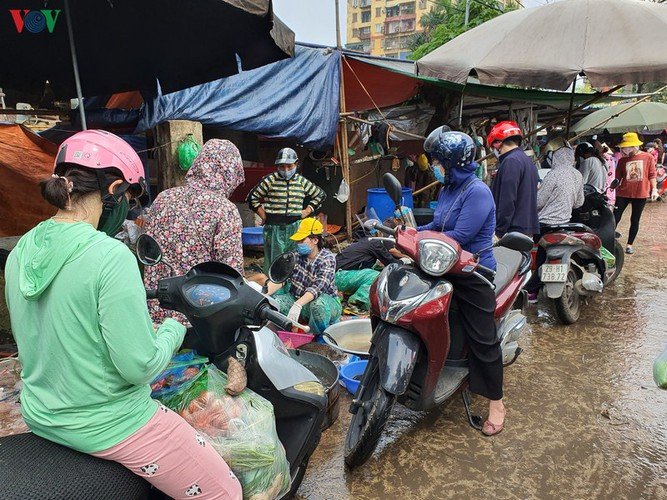 hanoi tests market traders for covid-19 hinh 10