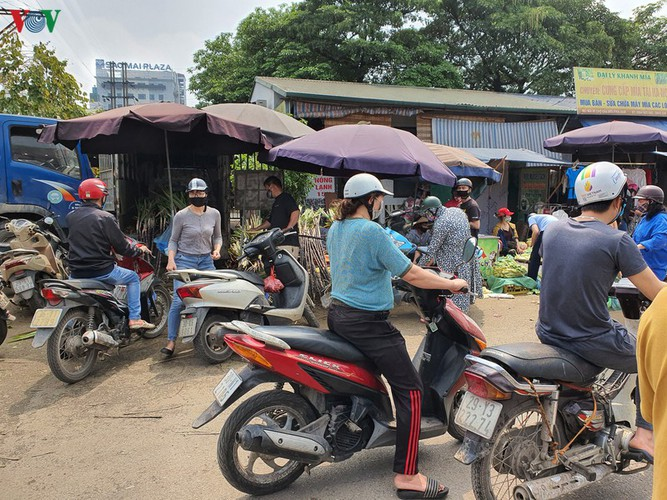 hanoi tests market traders for covid-19 hinh 12
