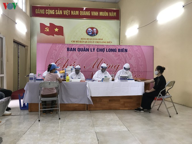 hanoi tests market traders for covid-19 hinh 18