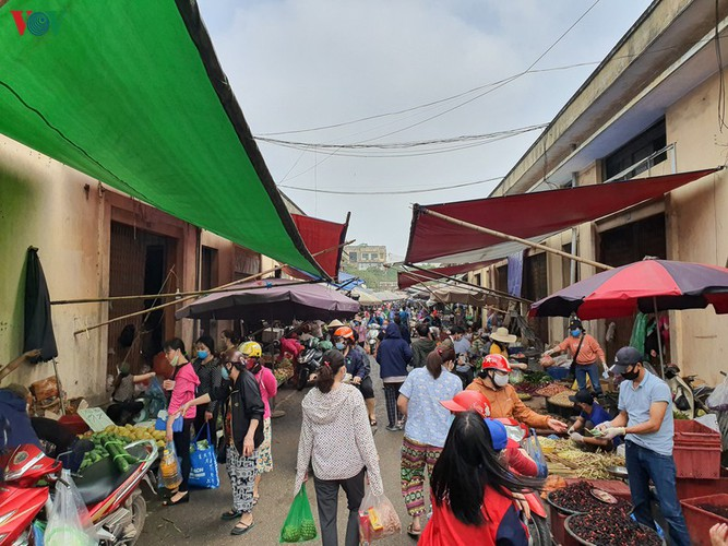 hanoi tests market traders for covid-19 hinh 6