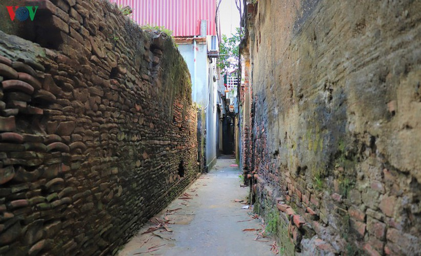 discovering tho ha ancient village beside cau river hinh 7