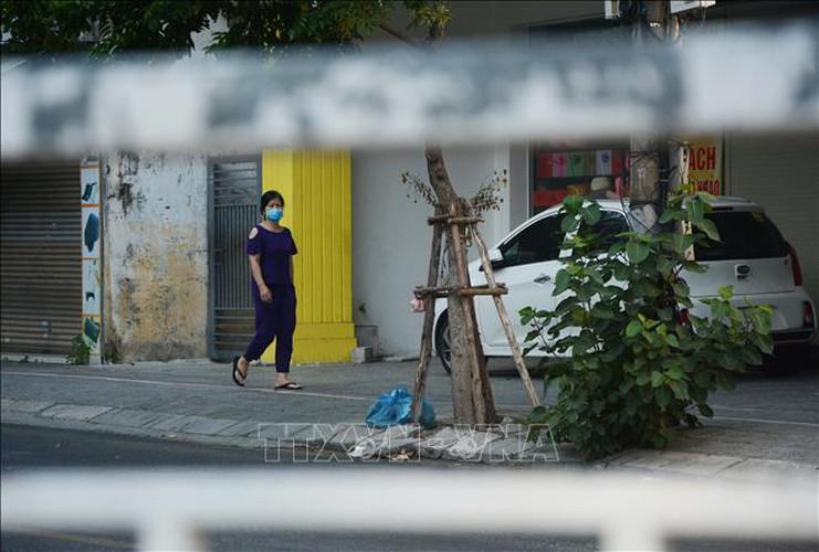 life falls quiet for citizens in blockaded da nang hinh 4