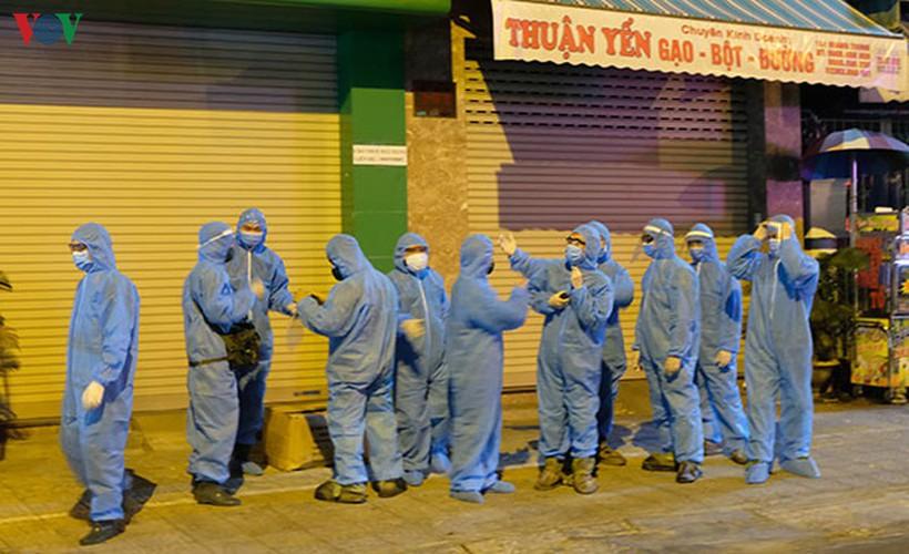 military forces disinfect da nang coronavirus hotspot hinh 6