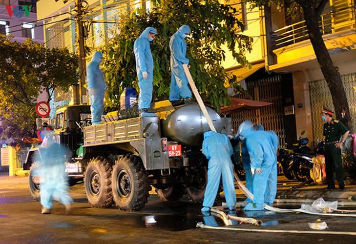 military forces disinfect da nang coronavirus hotspot hinh 7