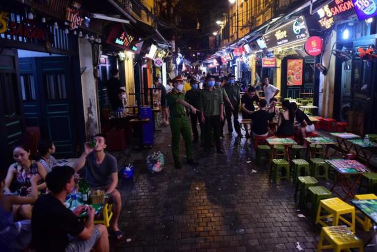 businesses in hanoi's old quarter shutdown amid covid-19 fears hinh 10