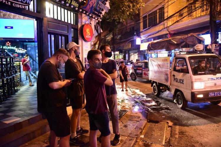 businesses in hanoi's old quarter shutdown amid covid-19 fears hinh 12