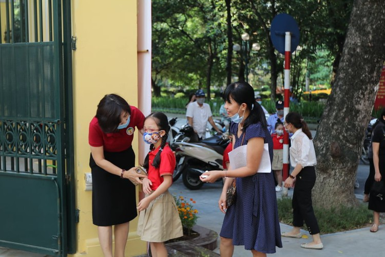 students in hanoi head back to school on september 1 hinh 5