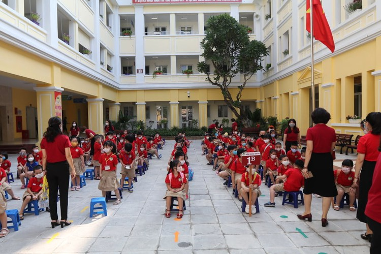 students in hanoi head back to school on september 1 hinh 7