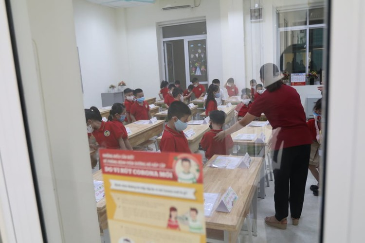 students in hanoi head back to school on september 1 hinh 8
