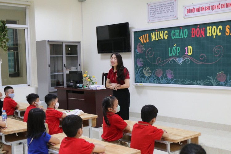 students in hanoi head back to school on september 1 hinh 10
