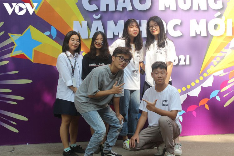 students in hanoi head back to school on september 1 hinh 13