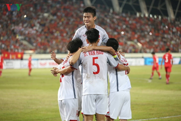 vietnam's best xi ahead of king's cup opener hinh 3