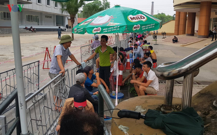 fans queue all night to secure tickets for myanmar clash hinh 2