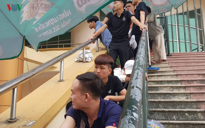fans queue all night to secure tickets for myanmar clash hinh 7