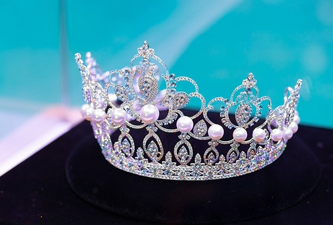 tiara unveiled for miss world vietnam 2019 pageant hinh 2