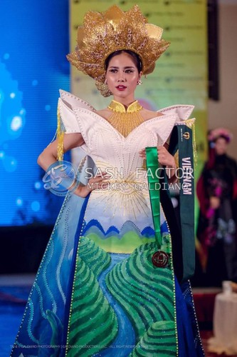 hoang hanh wins bronze in miss earth's national costume contest hinh 2