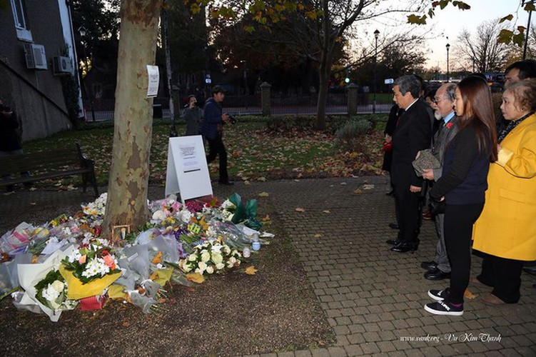 vietnamese ambassador lays flowers in essex to commemorate 39 victims hinh 7