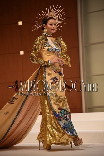 tuong san claims national costume win at miss international 2019 hinh 2