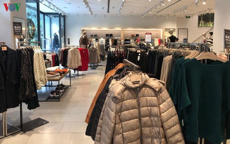 retailers despair as bargins fail to boost business ahead of black friday hinh 4