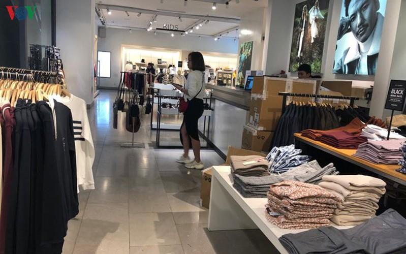 retailers despair as bargins fail to boost business ahead of black friday hinh 6