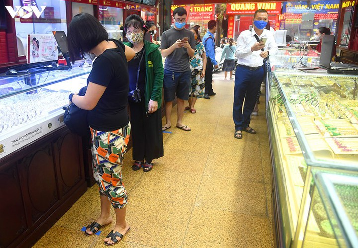 record high gold prices see citizens keen to cash in hinh 6