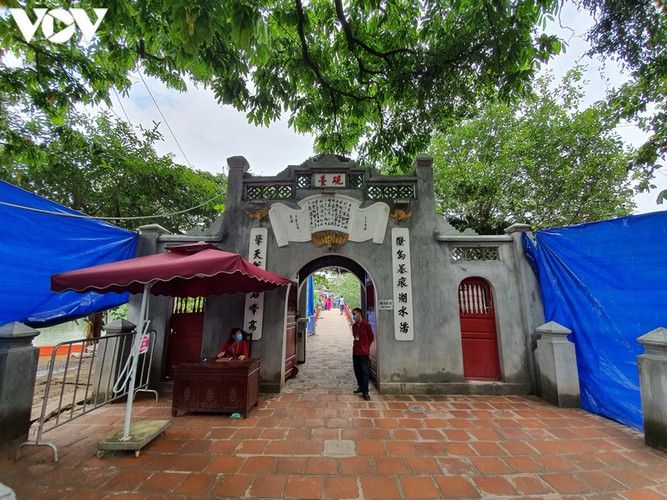 historical relic sites in hanoi left deserted amid covid-19 fears hinh 18