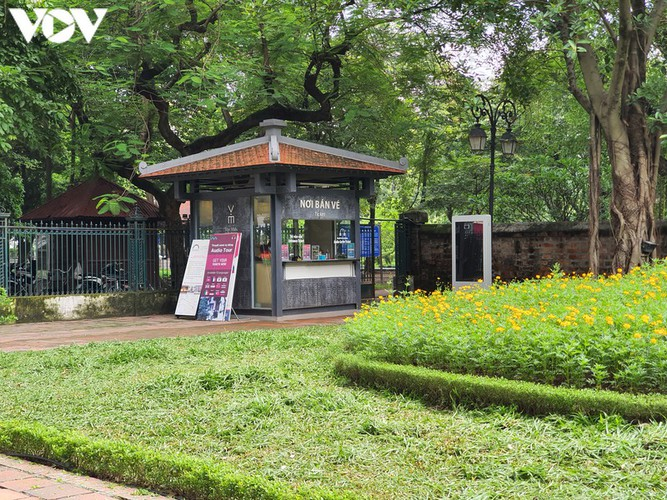 historical relic sites in hanoi left deserted amid covid-19 fears hinh 2