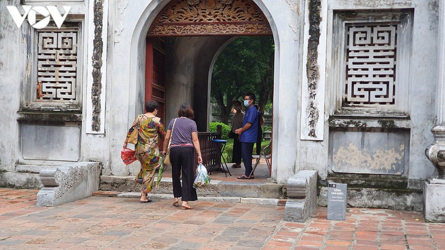 historical relic sites in hanoi left deserted amid covid-19 fears hinh 3