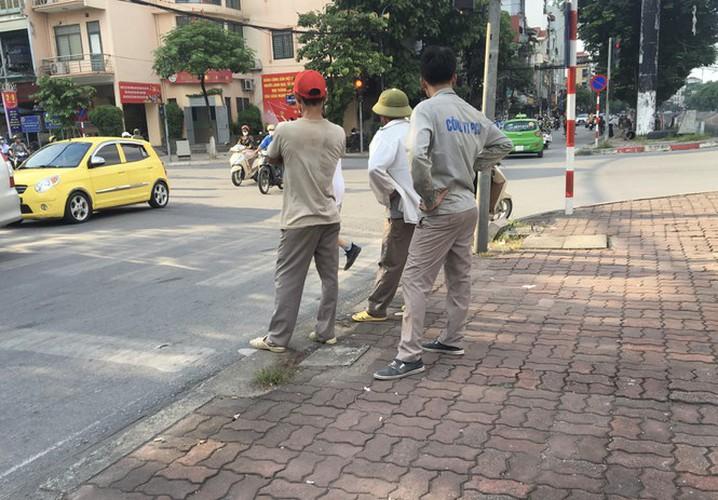 hanoi market porters struggle to survive covid-19 outbreak hinh 2