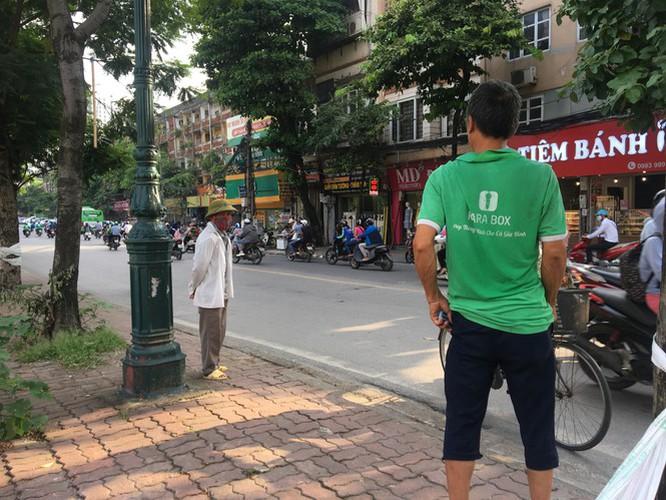 hanoi market porters struggle to survive covid-19 outbreak hinh 4