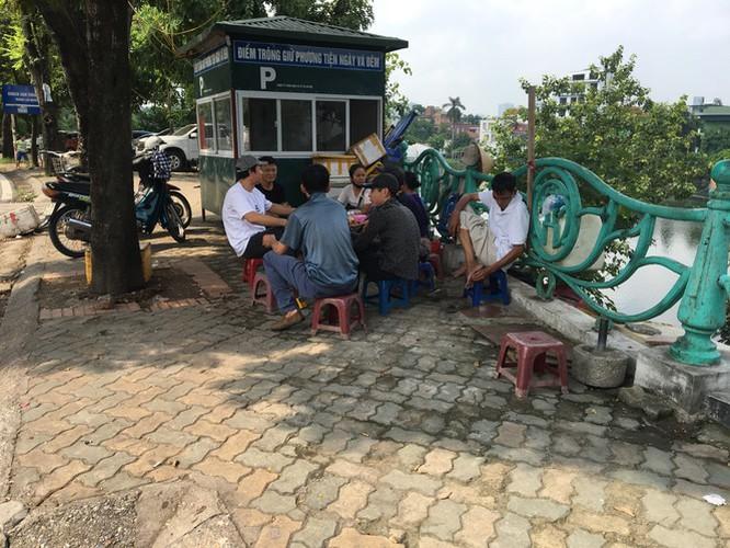 hanoi market porters struggle to survive covid-19 outbreak hinh 5