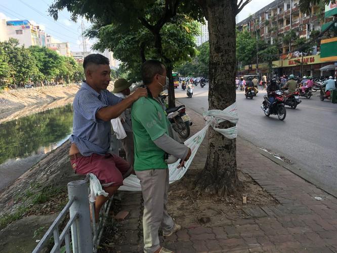 hanoi market porters struggle to survive covid-19 outbreak hinh 6