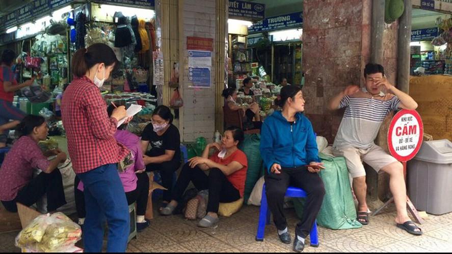 hanoi market porters struggle to survive covid-19 outbreak hinh 9