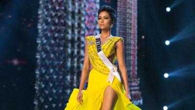 Yellow evening gown worn by H'Hen Nie wins Miss Universe award