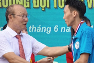 Korean coach Park Hang-seo receives warm reception in Quang Ngai