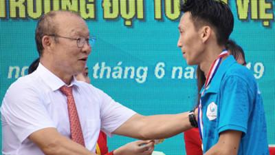 Korean coach Park Hang-seo receives warm reception in Quang Ngai