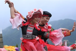 Ethnic dancing festival held on the peak of Fansipan excites crowds