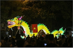 The nation's largest lantern festival thrills crowds in Tuyen Quang