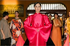 Phuong Thuy dazzles in Ao Dai fashion show