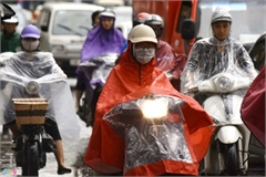 Heavy rain serves to ease air pollution in Hanoi