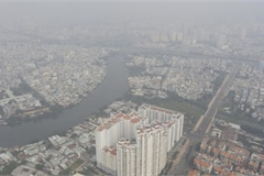Citizens of HCM City wake to a city blanketed in thick fog