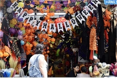 Toys flood Hang Ma street as Halloween approaches