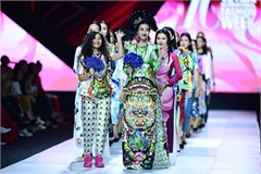 Stunning designs by Thuy Nguyen unveiled at Vietnam Int'l Fashion Week